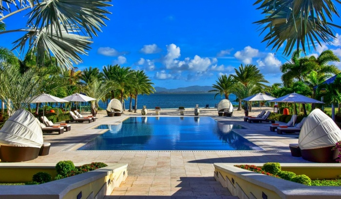Bể bơi với view cực đẹp tại Jumby Bay.