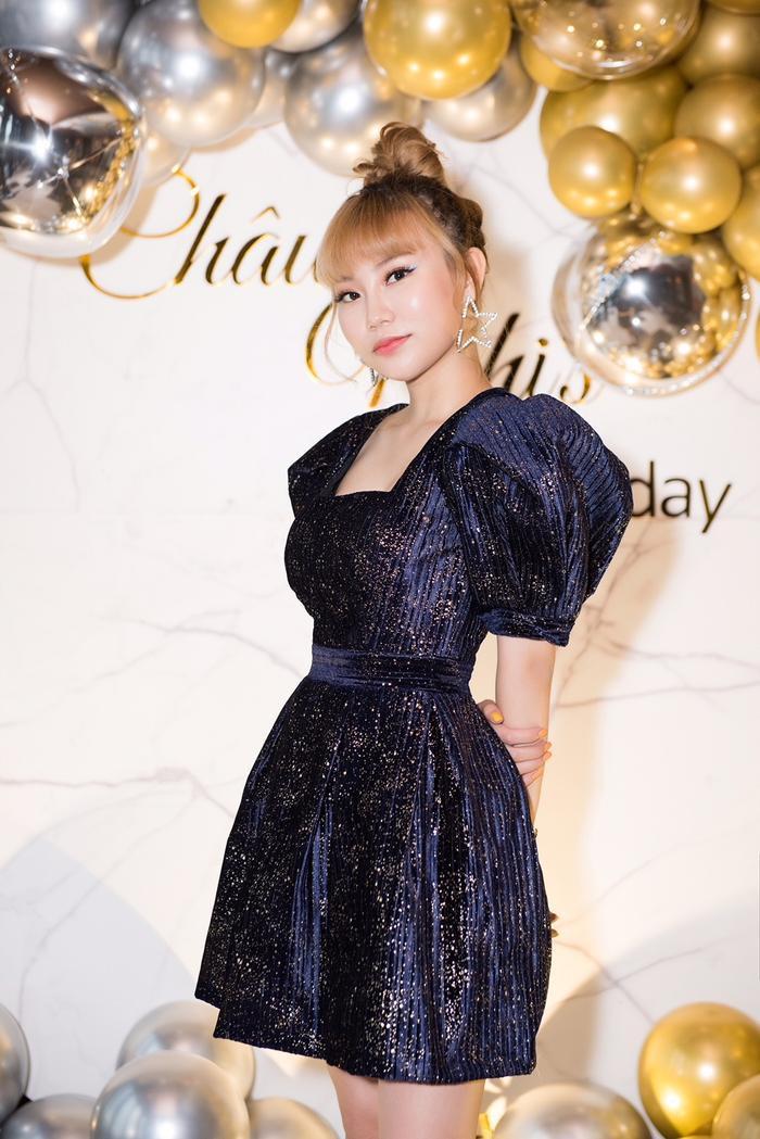 Châu Nhi là thí sinh được khán giả yêu thích qua từng vòng thi tại The Voice.