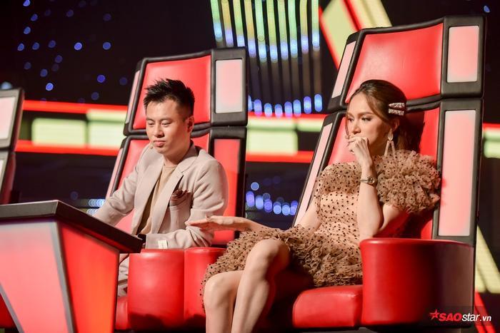 Cặp đôi huấn luyện viên Hương Giang - Dương Cầm luôn cân nhắc khi ấn nút lựa chọn thí sinh.