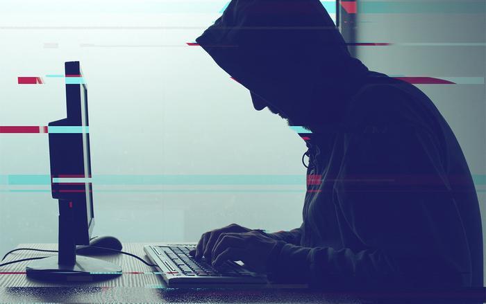 Phần mềm gián điệp này có thể giả mạo thông tin đăng nhập Facebook của người dùng, tải xuống lịch sử vị trí hoặc lấy tin nhắn được lưu trữ trong iCloud. (Ảnh: Newsweek)