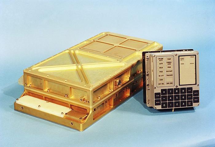 Đây là chiếc máy tính đã đưa con người lên mặt trăng lần đầu tiên.