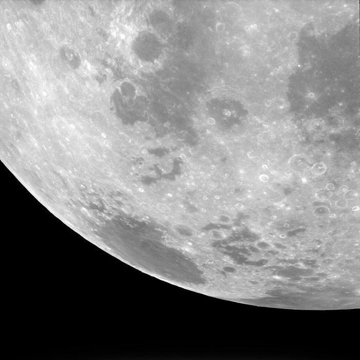Các phi hành gia Apollo 11 chụo rất nhiều hình mặt trăng để nghiên cứu về địa chất cũng như vẽ bản đồ mặt trăng. Chúng chúng giúp ích cho các hành trình chinh phục mặt trăng tiếp theo.