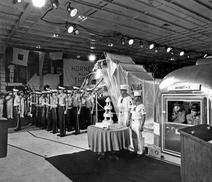 Lễ cắt bánh đón các phi hành gia Apollo 11.