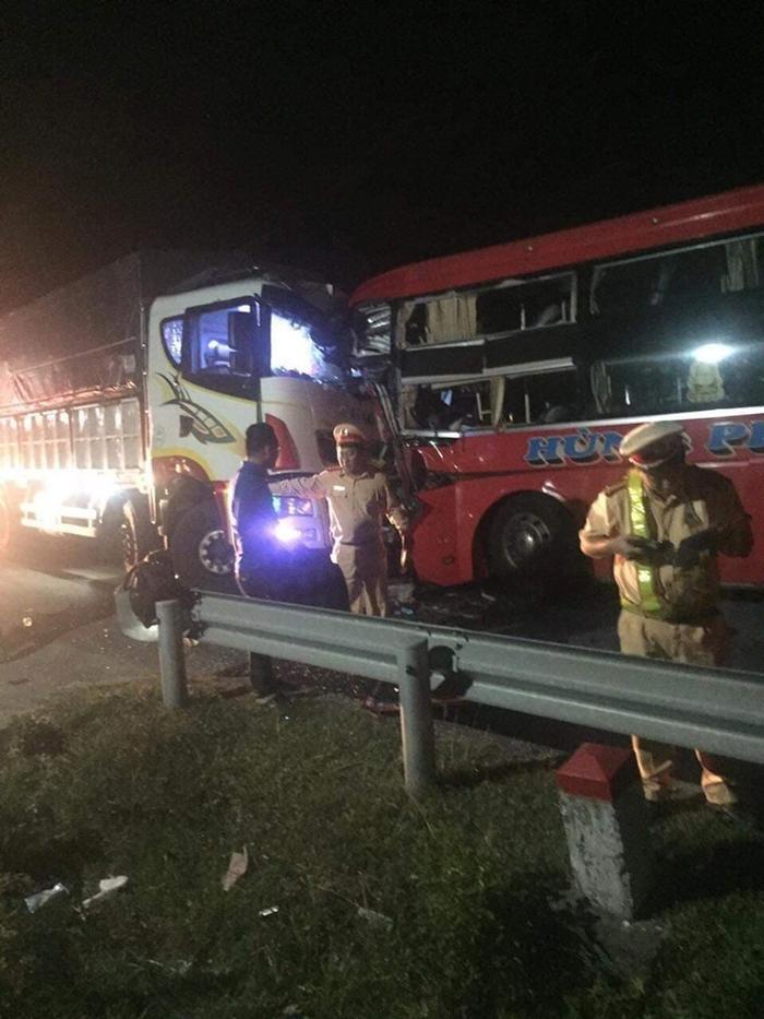 Tai nạn liên hoàn ở Đà Nẵng, 1 người chết, hàng chục hành khách bị thương ảnh 0