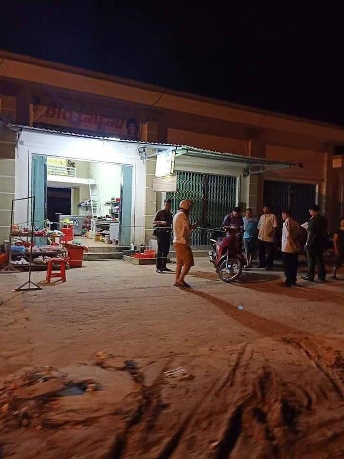 Người đàn ông sát hại bạn trai của vợ cũ ngay giữa chợ nghi do ghen tuông