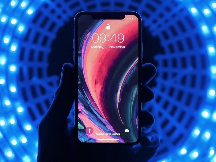 Màn hình có tầnsố quét 120 Hz sẽ giúp mọi chuyển động trên iPhone 12 trở nên mượt mà và tự nhiên hơn, đặc biệt là khi chơi những tựa game sinh tồn.