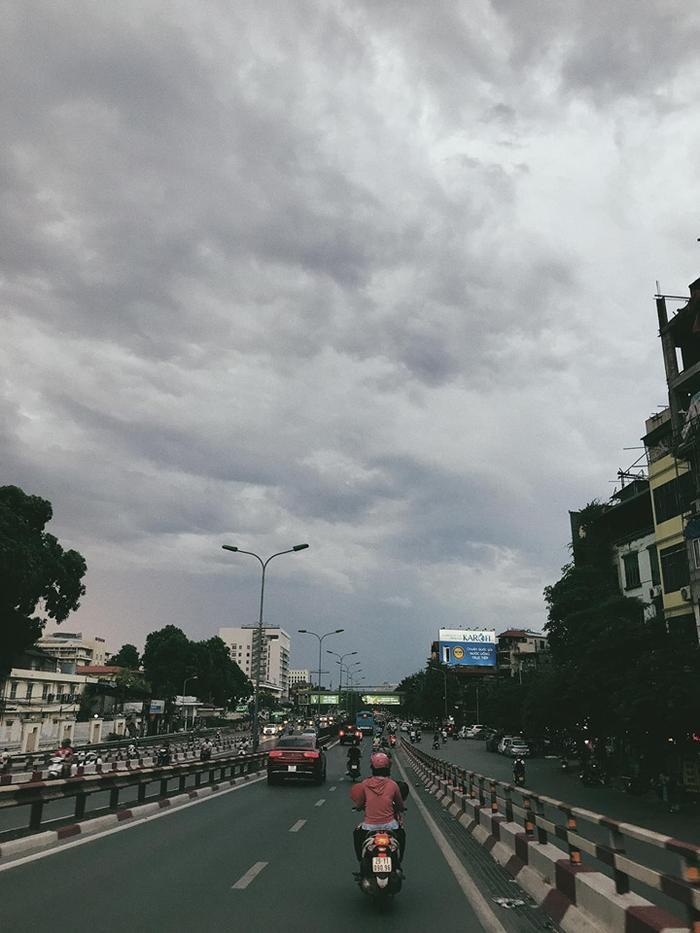 Chiều tối nay Hà Nội có khả năng xảy ra mưa dông. (Ảnh: Nguyễn Minh Khuê)