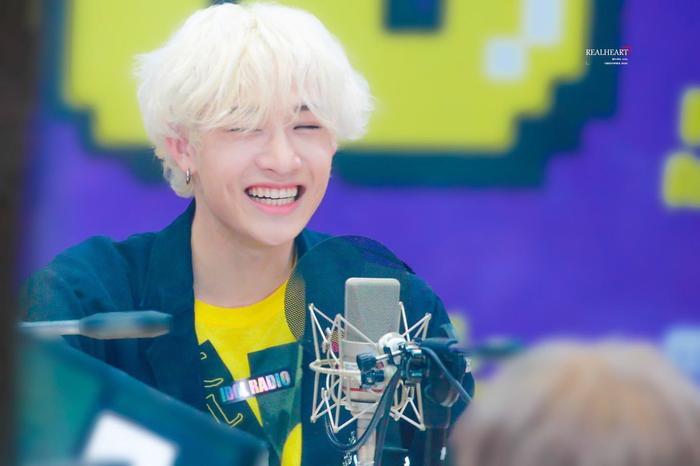 Cẩn thận 15 idols Kpop sau sẽ 'hạ gục' các fan với nụ cười hình trái tim trên môi! ảnh 31