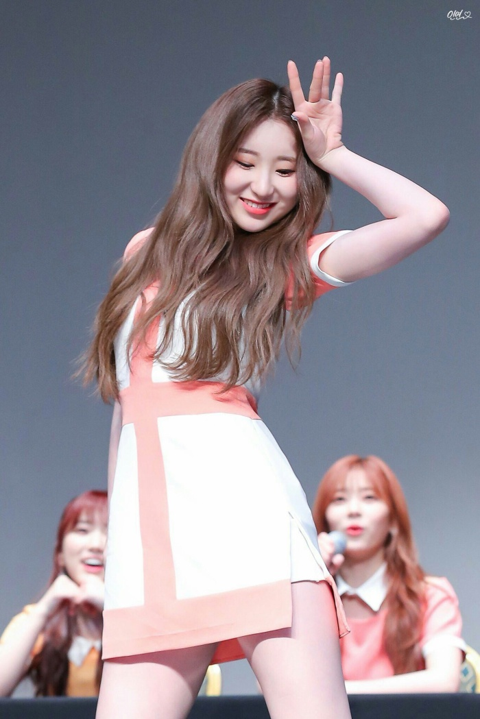 Cẩn thận 15 idols Kpop sau sẽ 'hạ gục' các fan với nụ cười hình trái tim trên môi! ảnh 33