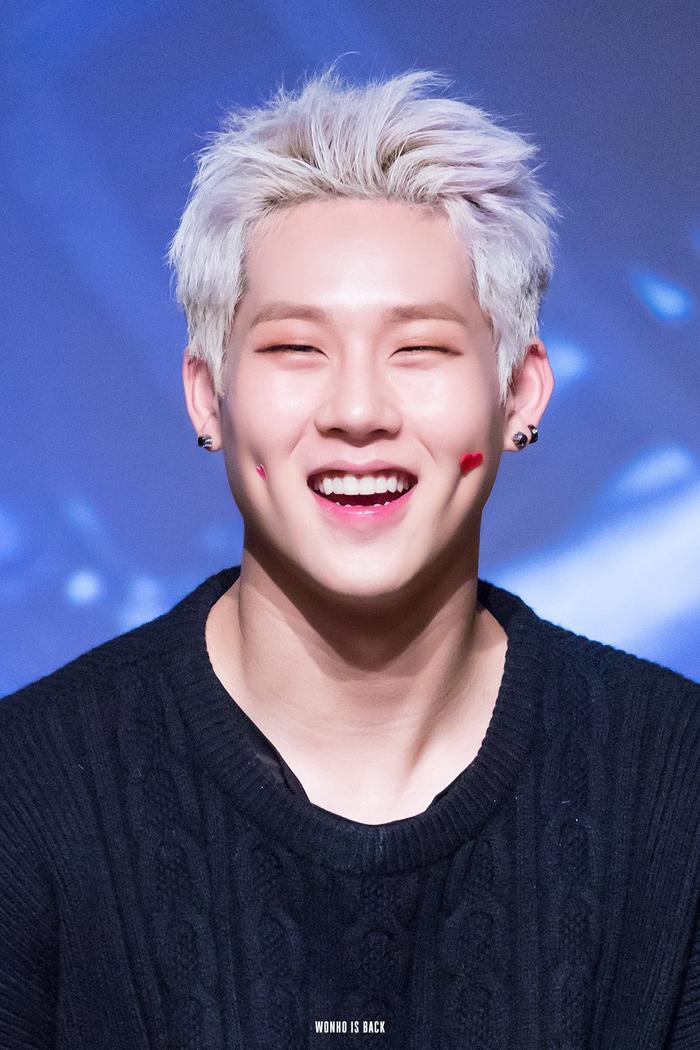 Cẩn thận 15 idols Kpop sau sẽ 'hạ gục' các fan với nụ cười hình trái tim trên môi! ảnh 23