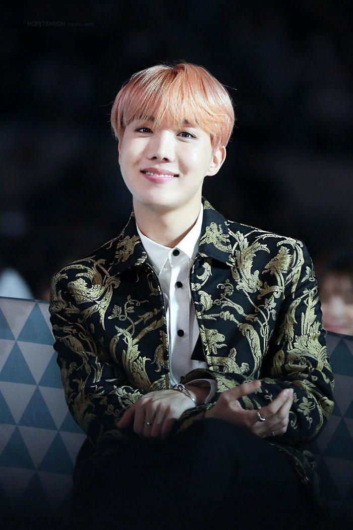 Cẩn thận 15 idols Kpop sau sẽ 'hạ gục' các fan với nụ cười hình trái tim trên môi! ảnh 8