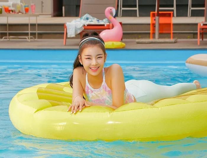 Cẩn thận 15 idols Kpop sau sẽ 'hạ gục' các fan với nụ cười hình trái tim trên môi! ảnh 11