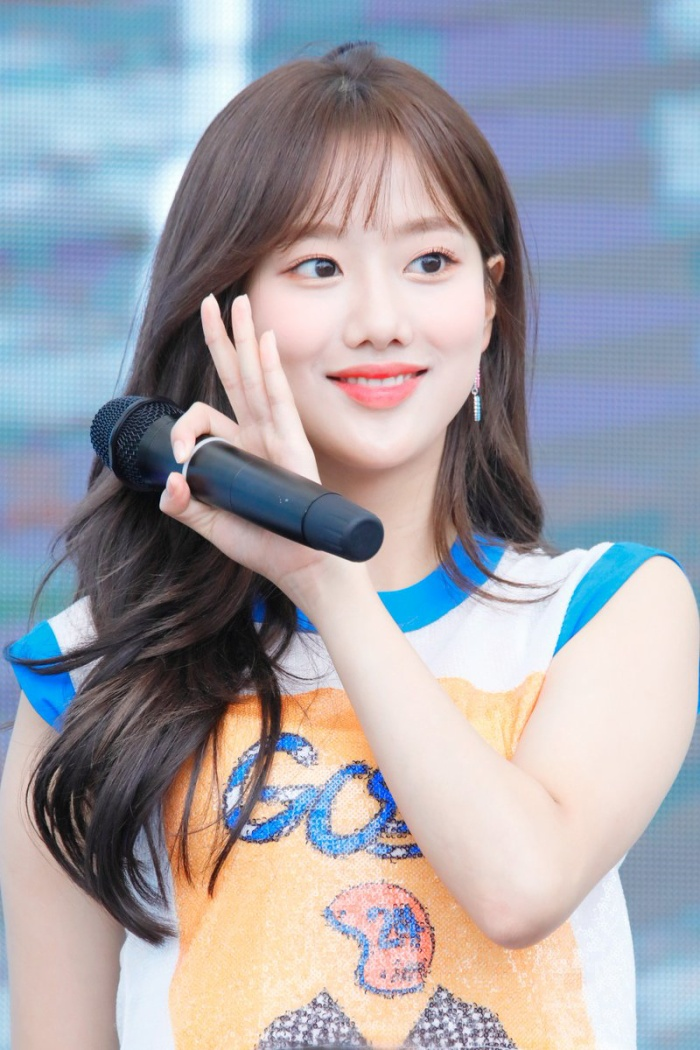 Cẩn thận 15 idols Kpop sau sẽ 'hạ gục' các fan với nụ cười hình trái tim trên môi! ảnh 20