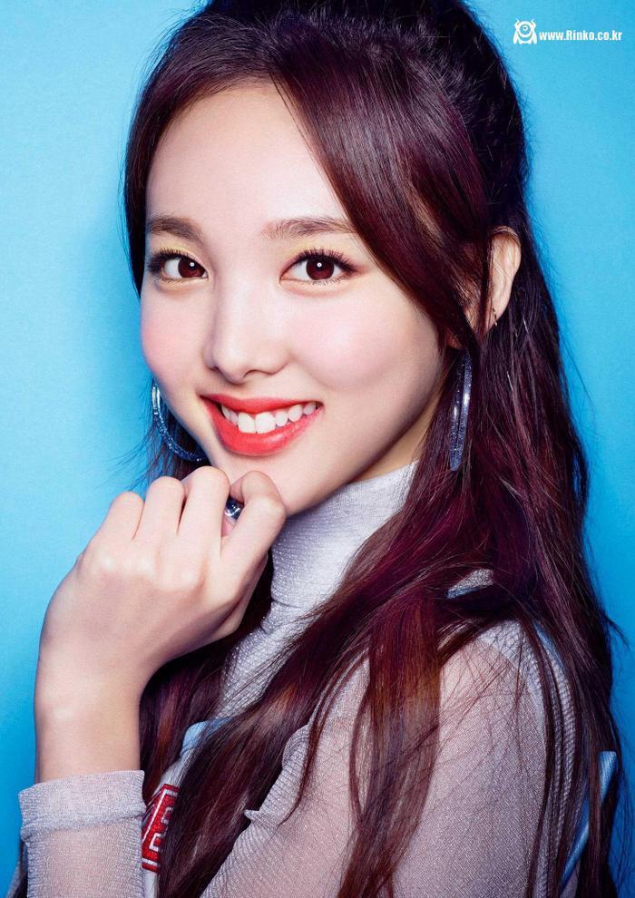 Cẩn thận 15 idols Kpop sau sẽ 'hạ gục' các fan với nụ cười hình trái tim trên môi! ảnh 9