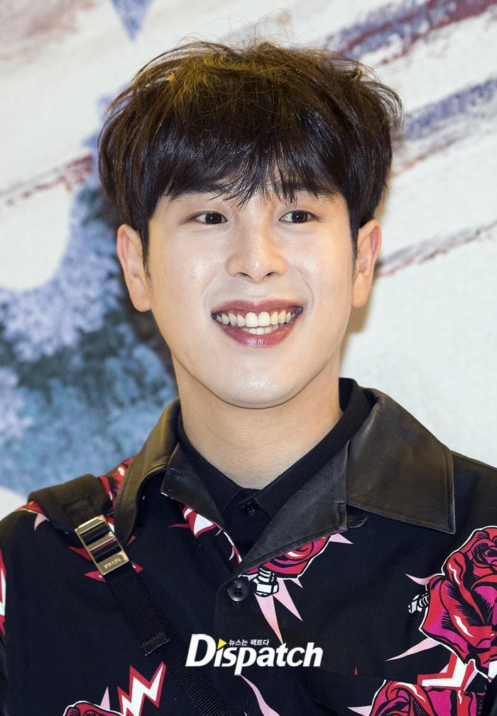 Cẩn thận 15 idols Kpop sau sẽ 'hạ gục' các fan với nụ cười hình trái tim trên môi! ảnh 14