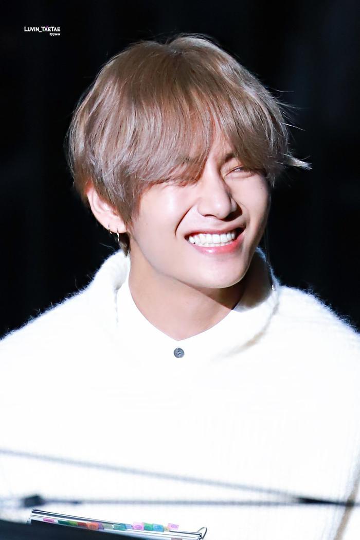 Cẩn thận 15 idols Kpop sau sẽ 'hạ gục' các fan với nụ cười hình trái tim trên môi! ảnh 15