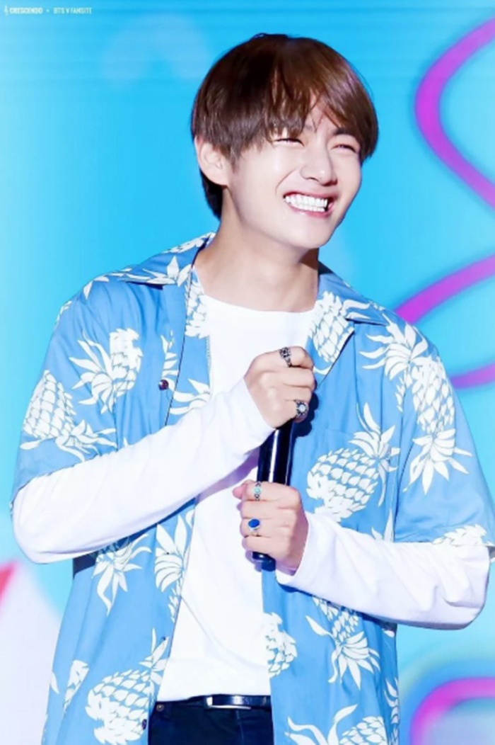 Cẩn thận 15 idols Kpop sau sẽ 'hạ gục' các fan với nụ cười hình trái tim trên môi! ảnh 16