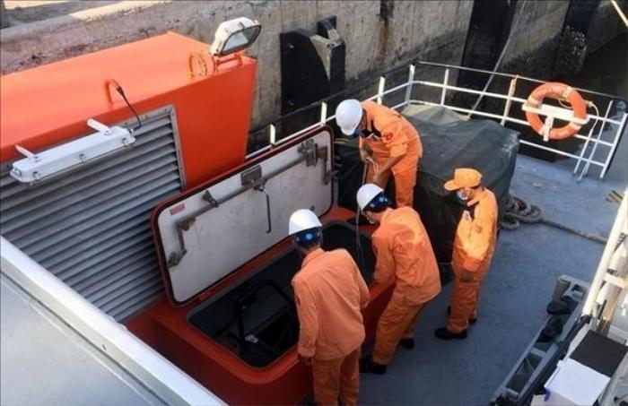 Bàn giao 1 phần thi thể được tìm thấy tại khu vực tàu cá NA 95899 TS bị nạn.