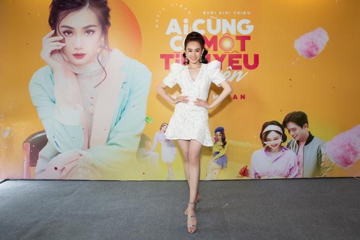 Hình ảnh trẻ trung và sống động trong MV là cách mà Hoàng Mỹ An muốn mang đến một màu sắc mới với thị trường âm nhạc Việt Nam.