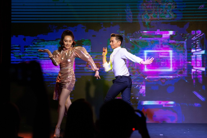 Hoàng Mỹ An cảm thấy rất bất ngờ và hạnh phúc khi được kết hợp nhảy cùng với Phan Hiển. Đã lâu lắm rồi, hơn 5 năm, Hoàng Mỹ An mới nhảy lại với Phan Hiển