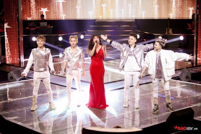 Tiết mục trình diễn cùng ca sĩ khách mời Văn Mai Hương