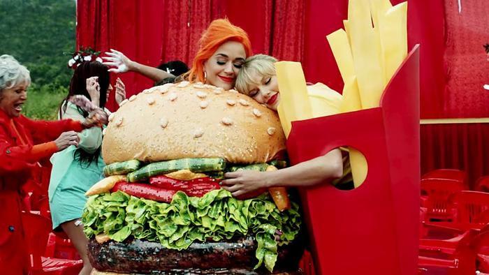 Liệu quả trứng phục sinh mà Taylor Swift nhắc đến có liên quan đến Katy Perry?