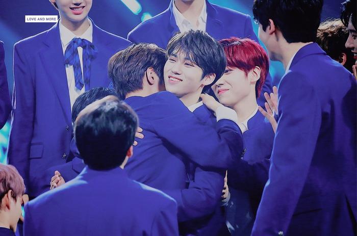 100 khoảnh khắc khóc cạn nước mắt của các thực tập sinh tại đêm chung kết Produce X 101 ảnh 38