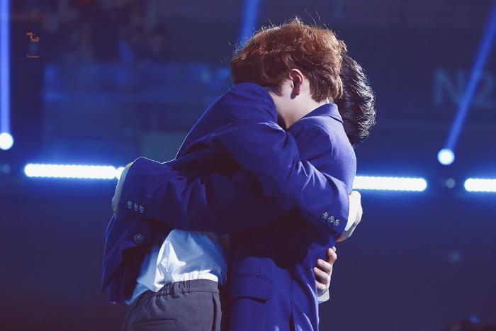 Cảnh tượng giữa Hyung Jun và Min Kyu gây sốt.