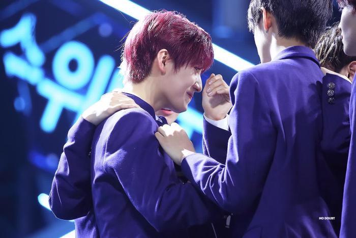 100 khoảnh khắc khóc cạn nước mắt của các thực tập sinh tại đêm chung kết Produce X 101 ảnh 52