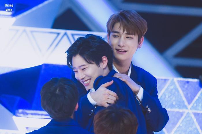 100 khoảnh khắc khóc cạn nước mắt của các thực tập sinh tại đêm chung kết Produce X 101 ảnh 68