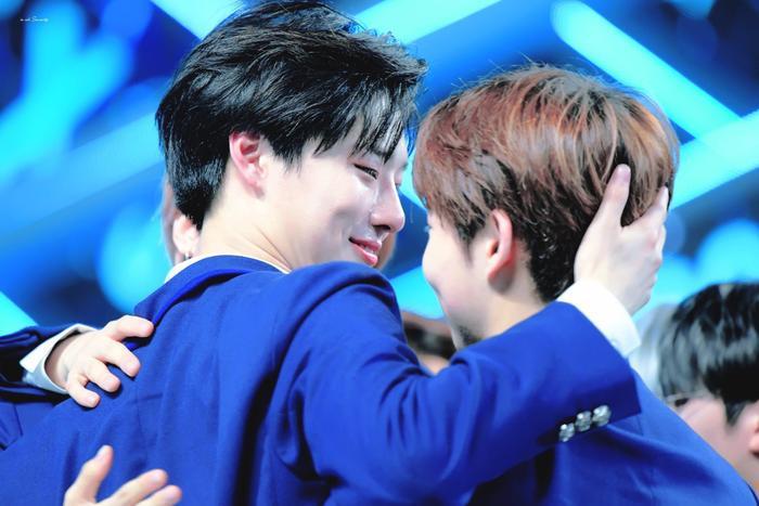 100 khoảnh khắc khóc cạn nước mắt của các thực tập sinh tại đêm chung kết Produce X 101 ảnh 33