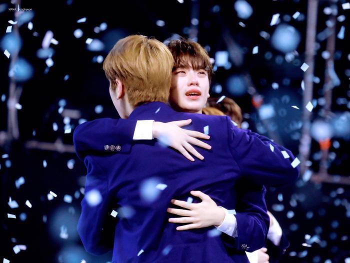Geum Dong Hyun khóc nức nở khi ôm Lee Han Kyul.