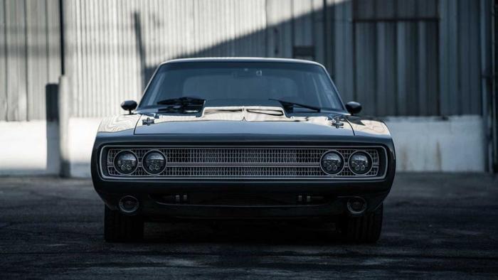 SpeedKore đã giữ nguyên hoàn toàn thiết kế thân xe cơ bắp hình chai Coca đã trở thành biểu tượng của Charger đời 1970.(Ảnh: Motor1)