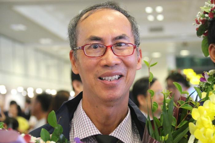 TS Lê Bá Khánh Trình tại sân bay Nội Bài trưa 23/7. Ảnh: Thanh Hùng