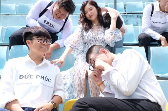 Isaac, Trịnh Thăng Bình, Erik, Đức Phúc và Lou Hoàng đều xuất hiện theo cách có 1-0-2 trong MV.