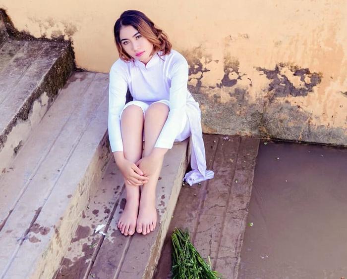 Anh Đào có quyết định táo bạo là bỏ học ngành Y để theo nghiệp trọng tài. Cô gái này nhanh chóng lọt vào tầm ngắm của cư dân mạng khi nhiều ý kiến nhận xét có nét đẹp giống ca sĩ Mỹ Tâm.