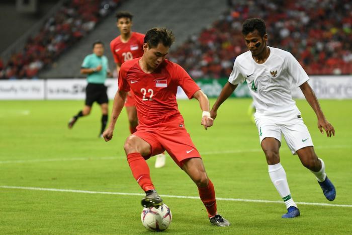 Indonesia (áo trắng) bị đánh giá yếu nhất trong 4 đội Đông Nam Á ở bảng G