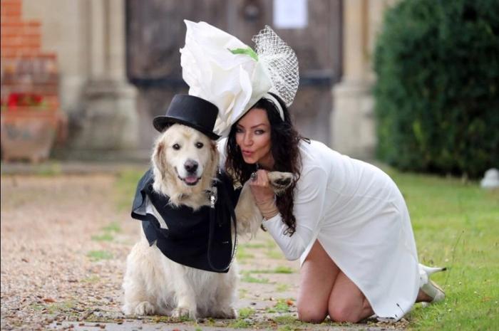 Cựu người mẫu Elizabeth Hoad chuẩn bị kết hôn với cún cưng sau khi trải qua 220 lần hẹn hò thất bại. (Nguồn: Jon Bond – The Sun)
