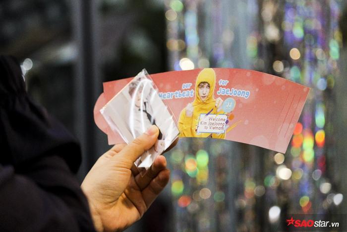 Vài giờ trước khi Kim Jae Joong đến Việt Nam, cùng ngắm nghía loạt quà tặng yêu không đỡ nổi từ cộng đồng V-Cass ảnh 12