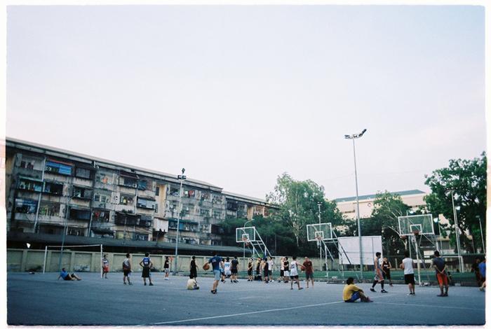 Ngoài ra VNU còn có 1 khu liên hợp thể thao đa năng với sân bóng rổ, đường chạy điền kinh, sân bóng đá và 1 nhà thi đấu hiện đại.