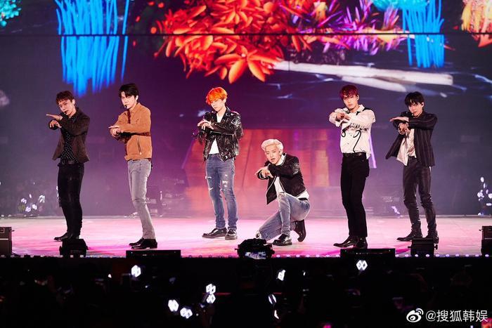 Nhóm EXO tại concert #5 ở Hàn.