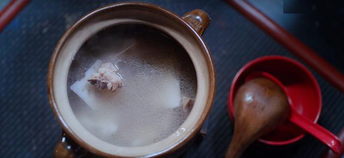 Từ nhỏ đến lớn Giang Trừng và Ngụy Anh đều được ăn canh xương hầm củ sen của tỷ tỷ, đó là món ăn đặc biệt nhất trong ký ức của hai người
