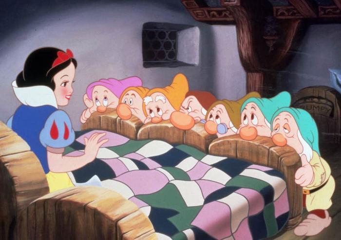 Snow White and the Seven Dwarfs - phim hoạt hình điện ảnh đầu tiên của Disney.