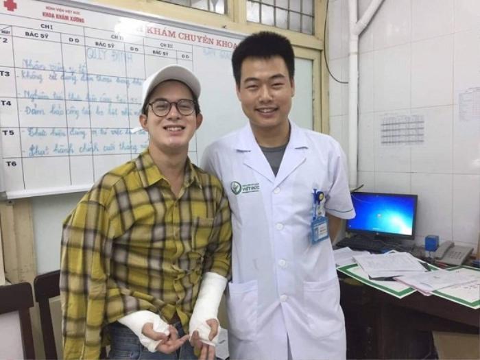 Việc Quang Anh bị thương ở tay khiến không ít người hâm mộ cảm thấy lo lắng, nhưng anh chàng vẫn giữ tinh thần lạc quan.