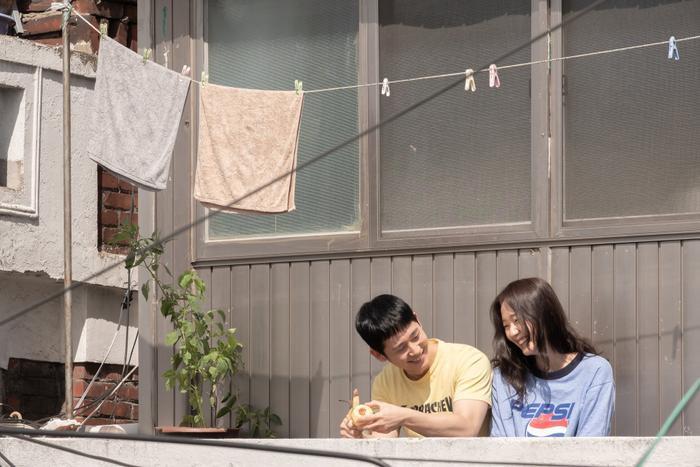 Mối tình ngọt ngào, rung động trái tim của Jung Hae In và Kim Go Eun trong phim Tune in for Love ảnh 3