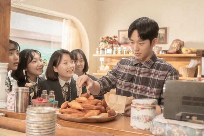 Mối tình ngọt ngào, rung động trái tim của Jung Hae In và Kim Go Eun trong phim Tune in for Love ảnh 16