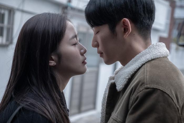 Mối tình ngọt ngào, rung động trái tim của Jung Hae In và Kim Go Eun trong phim Tune in for Love ảnh 1