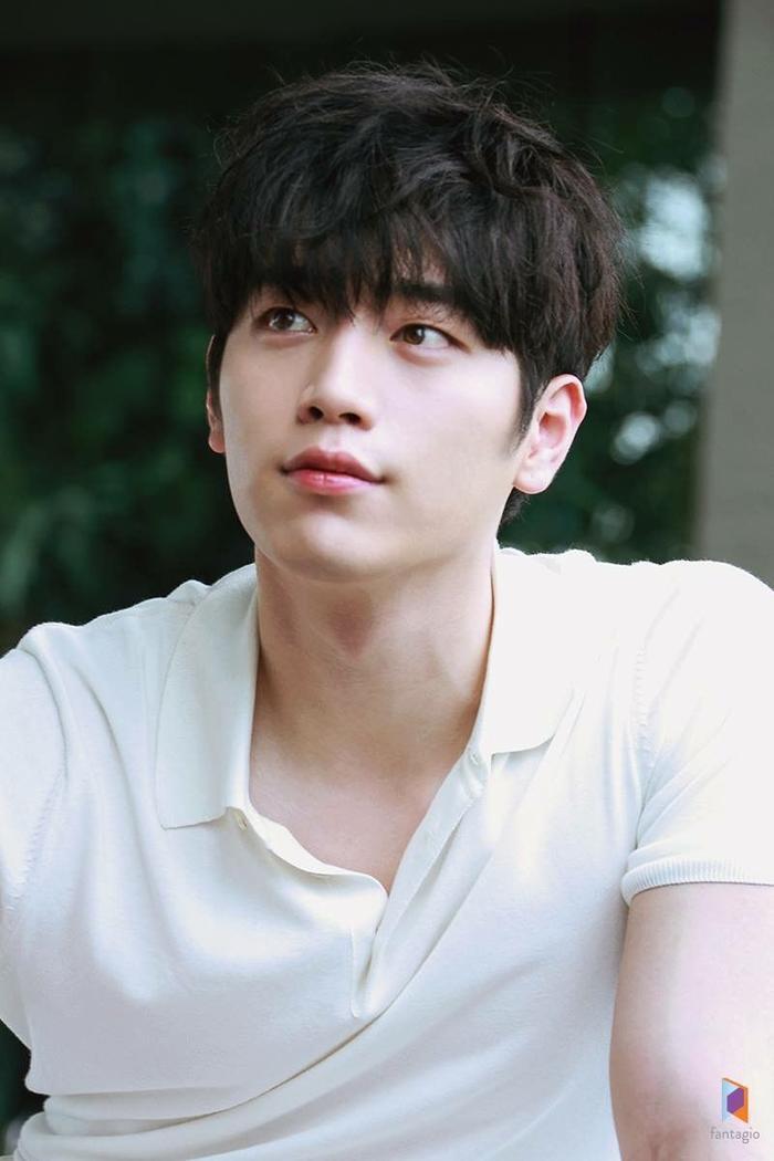 Seo Kang Joon sở hữu đôi mắt một mí đẹp. tự nhiên và có hồn khiến không chỉ người hâm mộ hay các cánh đàn ông mà cả phụ nữ cũng thấy ghen tị và ao ước có được