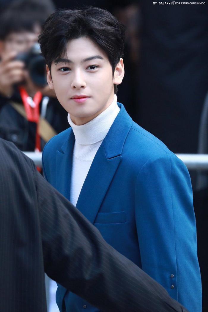 Với nhan sắc nổi tiếng hoàn hảo như này của Cha Eun Woo thì việc cánh đàn ông Hàn Quốc lựa chọn khuôn mặt của nam idol làm hình mẫu phẫu thuật lý tưởng cũng là một việc dễ hiểu.
