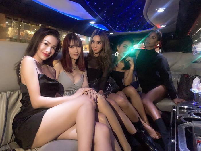 Yaya Trương Nhi cùng những người bạn là người mẫu diễn viên nổi tiếng Thái Lan